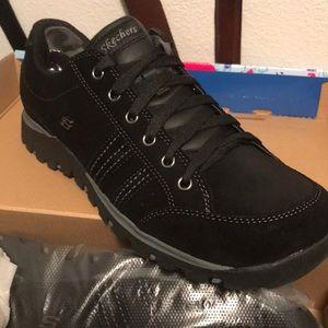 Skechers black tennis shoes